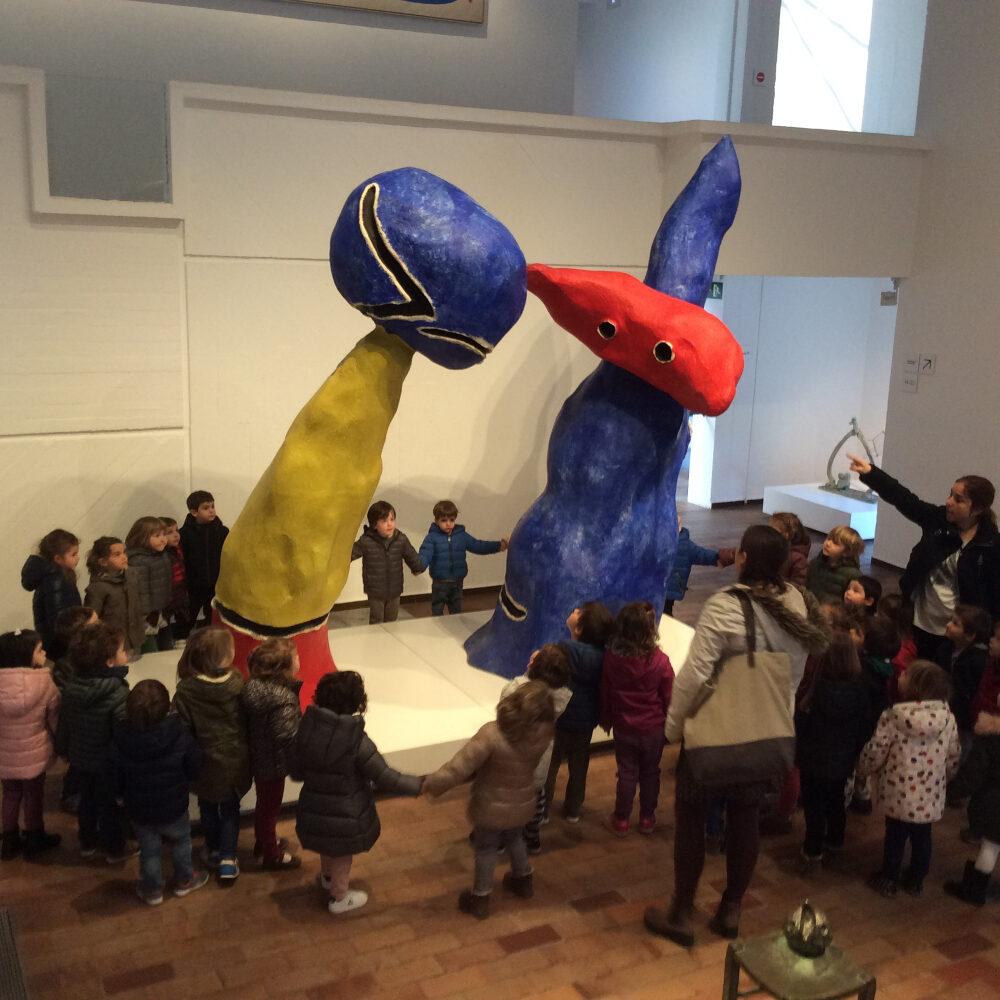 Alumnes a la Fundació Miró